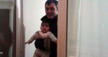 Küçük bebek 5. katta mahsur kaldı