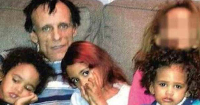 Çocuklarını yaktı, çığlıklarını babalarına dinletti
