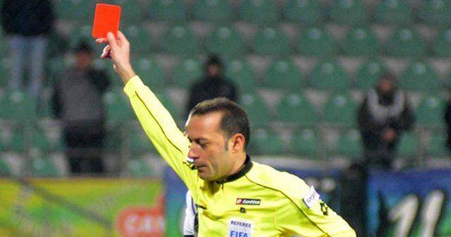 Cüneyt Çakır affetmedi! 4 maçta 5 kırmızı!