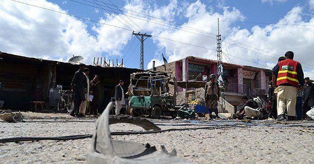 Pakistan'da bombalı saldırı, 8 ölü