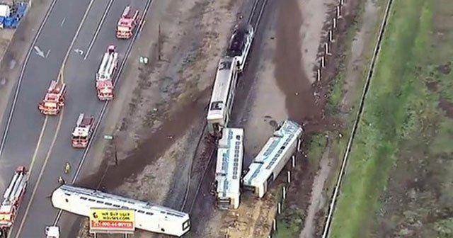 Tren raydan çıktı, 30 yaralı