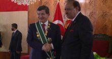 Davutoğlu'na Pakistan'da devlet nişanı