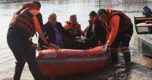 Eski belediye başkanı botla kurtarıldı