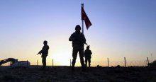 Türk bayrağımız inmeden yerine yenisi dikildi