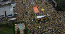 Brezilya'da 1 milyon kişi sokağa döküldü