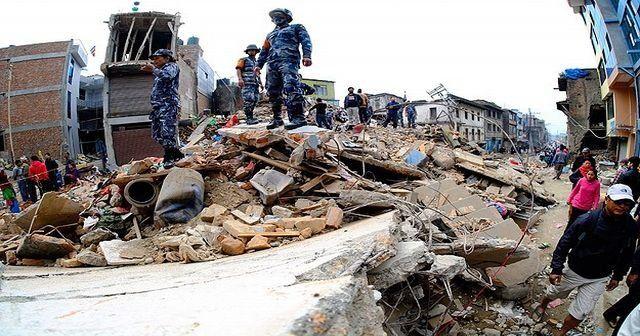 Nepal'de ölü sayısı 3 bin 300'e yükseldi