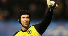 Arsenal Petr Cech'in kararını bekliyor