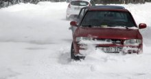 Uludağ'a nisan karı yağdı, araçlar yollarda kaldı