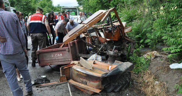 Balıkesir'de traktörle tanker çarpıştı, 3 ölü