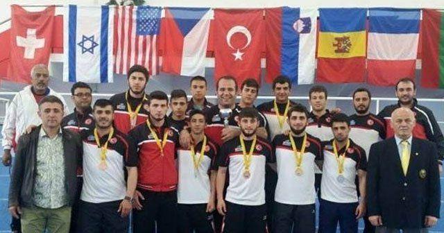 Türk güreşçilerden 39 madalya