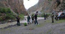 Hakkari'de araç Zap Suyu'na uçtu, 5 kayıp