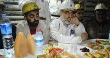 Bakan Yıldız madencilerle iftar yaptı