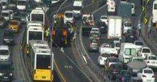Metrobüs yolunda trafik kazası