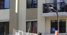 Öğrencilerin oturduğu balkon çöktü