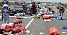 Hatay'da işçileri taşıyan kamyon kaza yaptı, 3 ölü, 13 yaralı