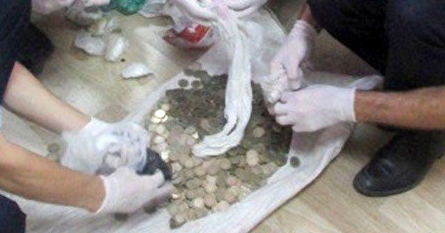 Çöp evden çuvalla para çıktı