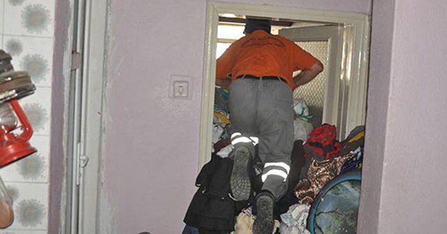 Çöp evin odalarına güçlükle girebildiler