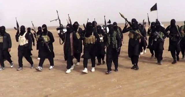 IŞİD, Suriye'nin Karyatayn kentini ele geçirdi