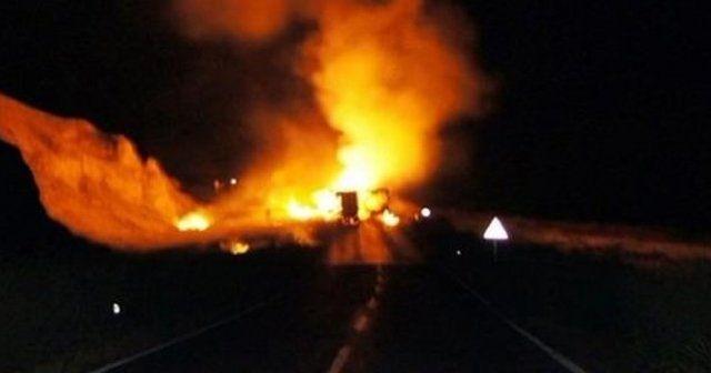 Teröristler yolcu otobüsünü ateşe verdi