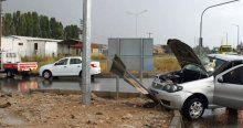 İtfaiye aracı otomobille çarpıştı, 4 yaralı