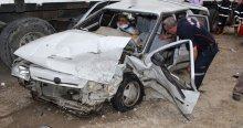 Manisa'da iki araç kafa kafaya çarpıştı, 6 yaralı