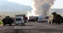 PKK'lı teröristler 20 aracı ateşe verdi