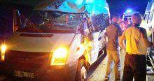 TIR minibüsle çarpıştı, 20 yaralı