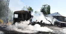 Van'da teröristler 8 aracı yaktı