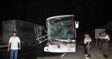 Yolcu otobüsü TIR'a çarptı, 33 kişi yaralandı