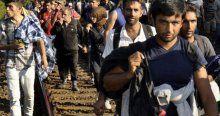Binlerce göçmen Budapeşte'den Viyana'ya yola çıktı