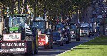 Çiftçiler Paris'i traktörlerle istila etti