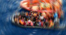 Malezya'da 100 yolcunun bulunduğu bot battı