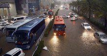 Mekke'de fırtına ulaşımı durma noktasına getirdi