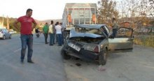 Otomobil park halindeki TIR'a çarptı, 1 yaralı