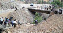 PKK köprüyü yıktı, vatandaşlar yenisini yaptı
