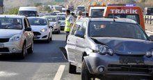 TEM'de zincirleme kazada 7 araç çarpıştı, 12 yaralı