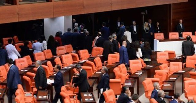 Erdoğan geldiğinde HDP'liler Meclis'i terk etti