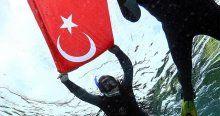 Cumhuriyet Bayramı'nı su altında kutladı