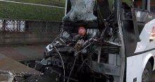 İstanul'da servis minibüsü TIR'a çarptı, 10 yaralı