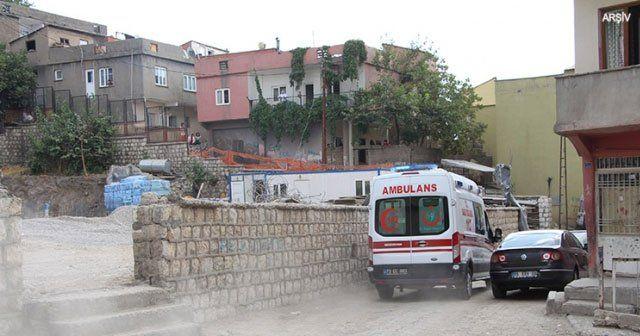 Teröristlerin attığı roketatar hamile kadını yaraladı