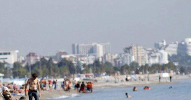Türkiye kar bekliyor, Antalya deniz keyfi yapıyor