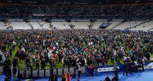 Alman milli takımı stattan ayrılamadı