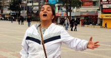 Kadına şiddete tek kişilik protesto
