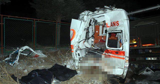Kazaya müdahale eden ekiplere TIR çarptı, 2 ölü, 4 yaralı
