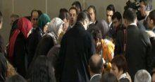 Sare Davutoğlu, baygınlık geçiren kadın korumaya müdahale etti