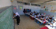Lübnan'daki Suriyeli çocuklar zor şartlarda eğitimlerine devam ediyor