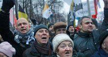 Rusya'da binlerce kişi sokaklara döküldü