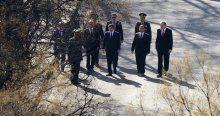 Davutoğlu terör saldırısının gerçekleştirildiği alana karanfil bıraktı
