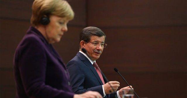 Merkel'den Başbakan Davutoğlu'na rica