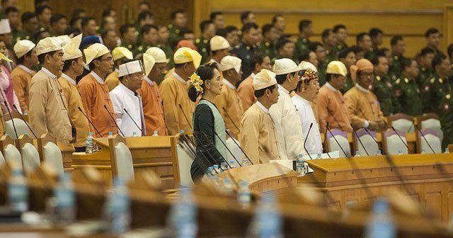 Myanmar'da tarihi yemin töreni